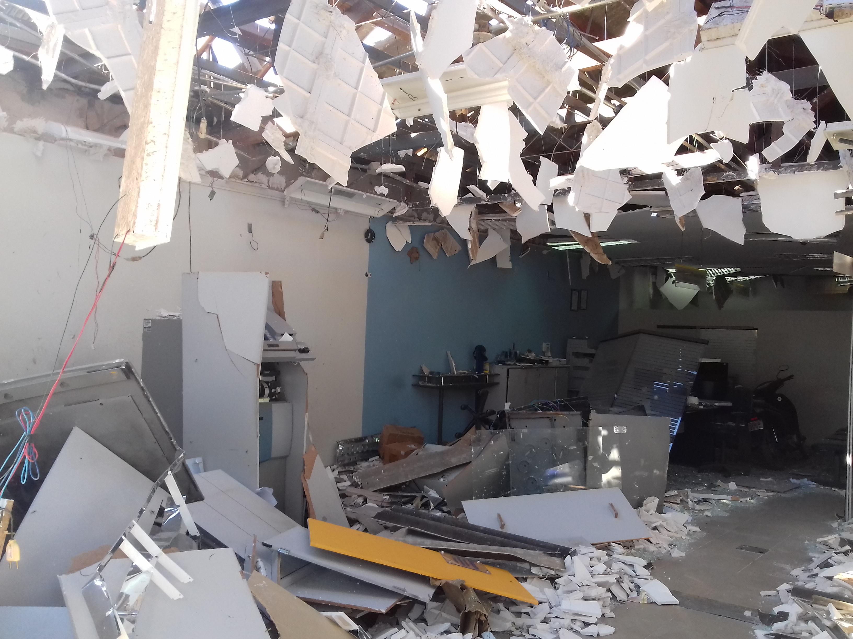 Agência do BB em Paraibano após as explosões. Foto:Leo Lasan