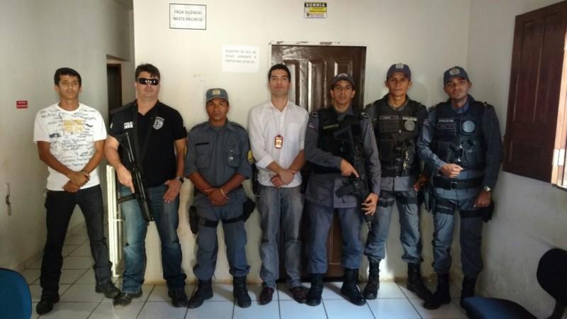 Policia Civil , delegado e PMs.